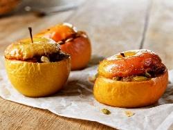 Пълнени печени ябълки с фурми, мед, ром и тиквени семки - снимка на рецептата